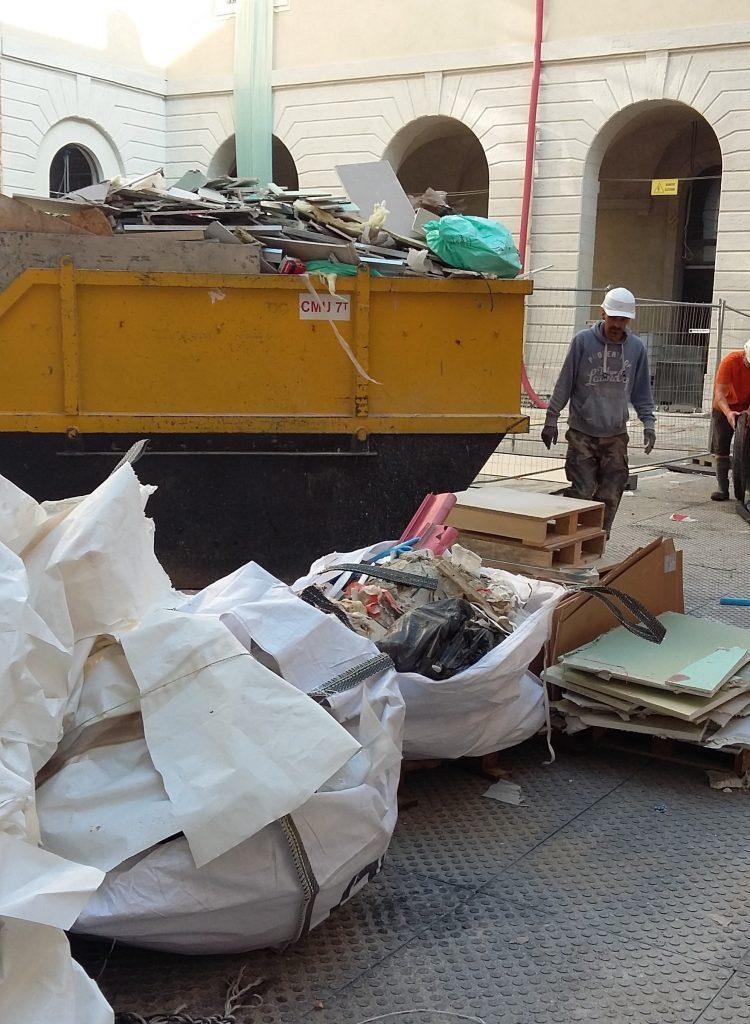Photo d'une benne DIB sur un chantier